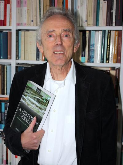 Photo of Professor Peter Burke